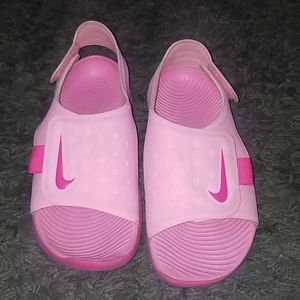 Nike sandlas for girls